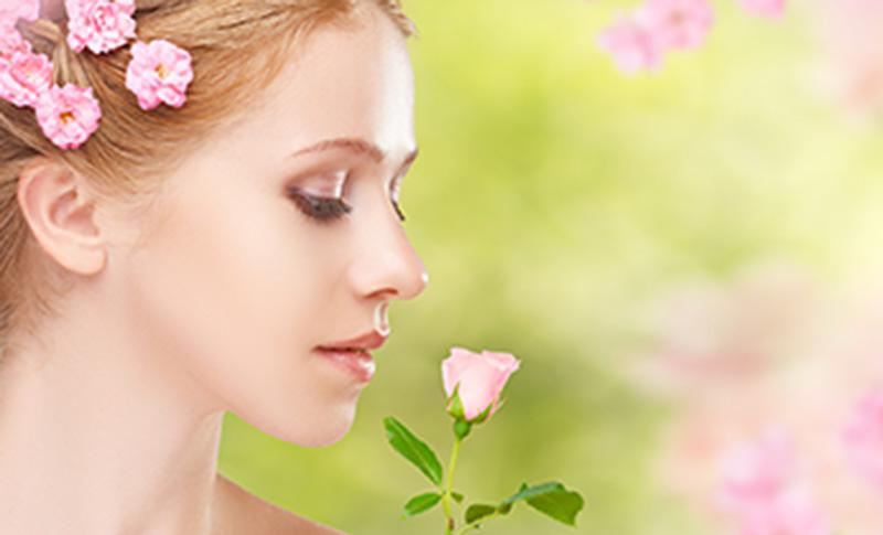 ピンクのお花と女性